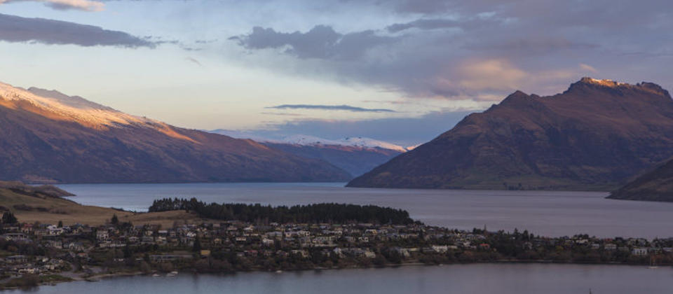 new-zealand-queenstown-mountain-lake-views-1-luxury-holiday-houses-villas-apartments.127953.904x505.jpg