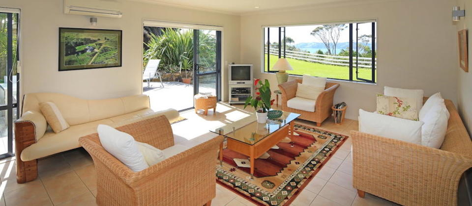 new-zealand-luxury-holiday-houses-villas-apartments-annette-s-house-128-waiheke-island.39805.904x505.jpg