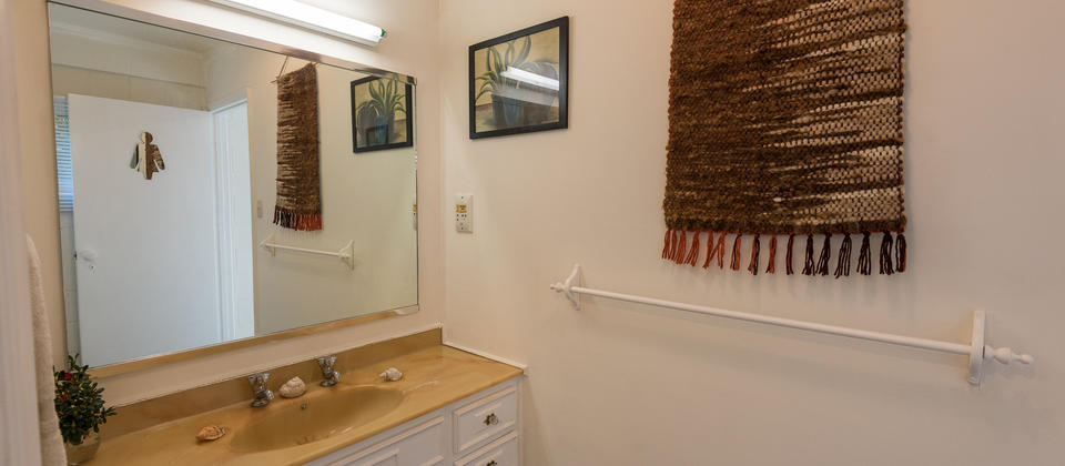 Rokena Retreat Bathroom.jpg