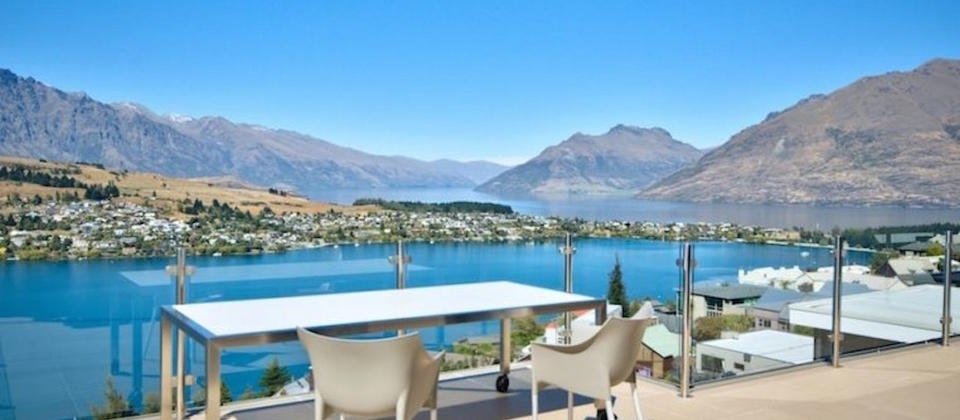 mountain-lake-views-1-luxury-holiday-houses-villas-apartments-new-zealand-queenstown.49471.904x505.jpg