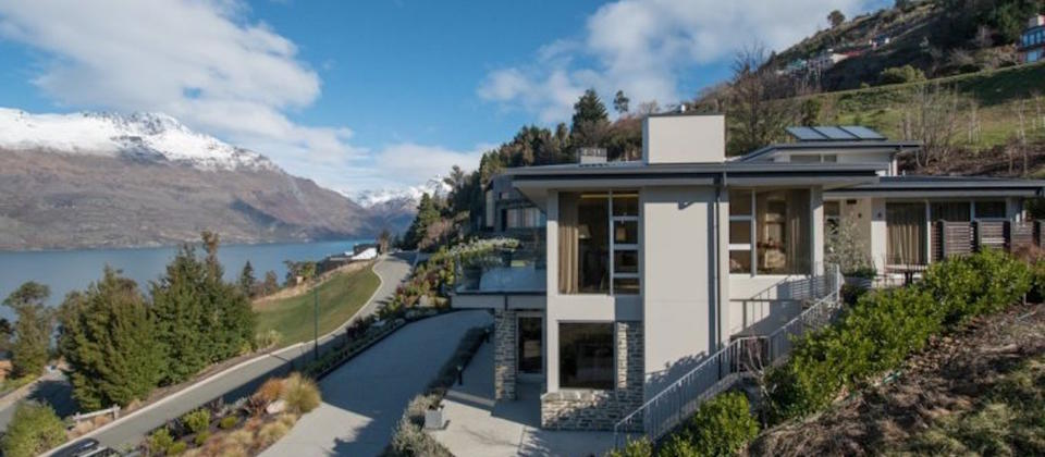queenstown-new-zealand-luxury-holiday-houses-villas-apartments-aspen-retreat-8157.100613.904x505.jpg