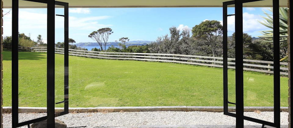 luxury-holiday-houses-villas-apartments-new-zealand-annette-s-house-128-waiheke-island.39807.904x505.jpg