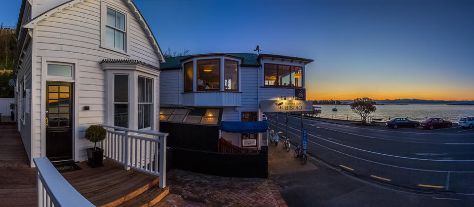 The Pilot House - Nelson Waterfront Holiday Home