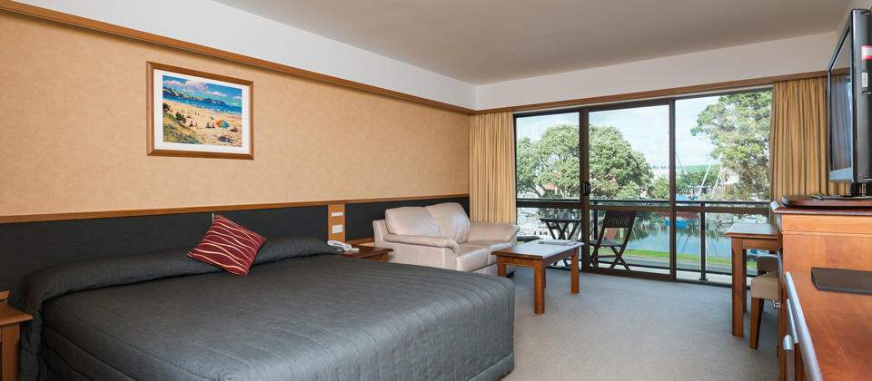 Distinction Whangarei Hotel Superior King Room with Marina views