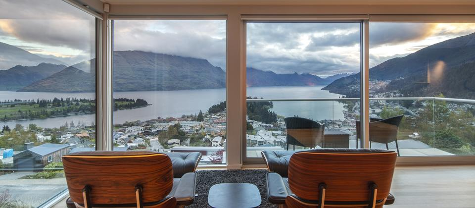 Queenstown-Hill-luxury-home-master-suite-at-Panorama-on-the-Terrace.jpg