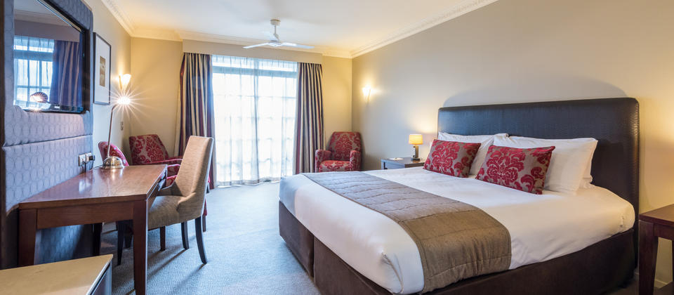 Distinction Rotorua Deluxe King Room with FREE unlimited WiFi.