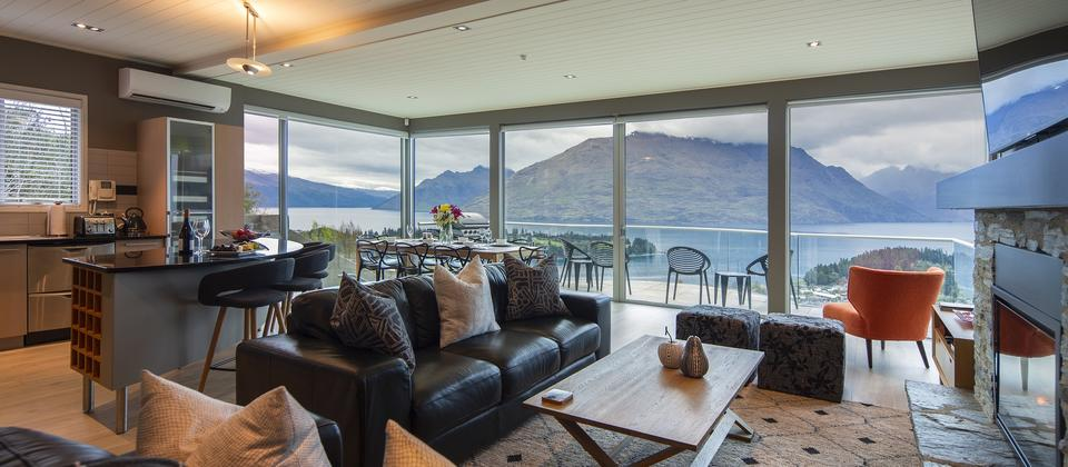 luxury-accommodation-Queenstown-Hill-home-Panorama-on-the-Terrace.jpg
