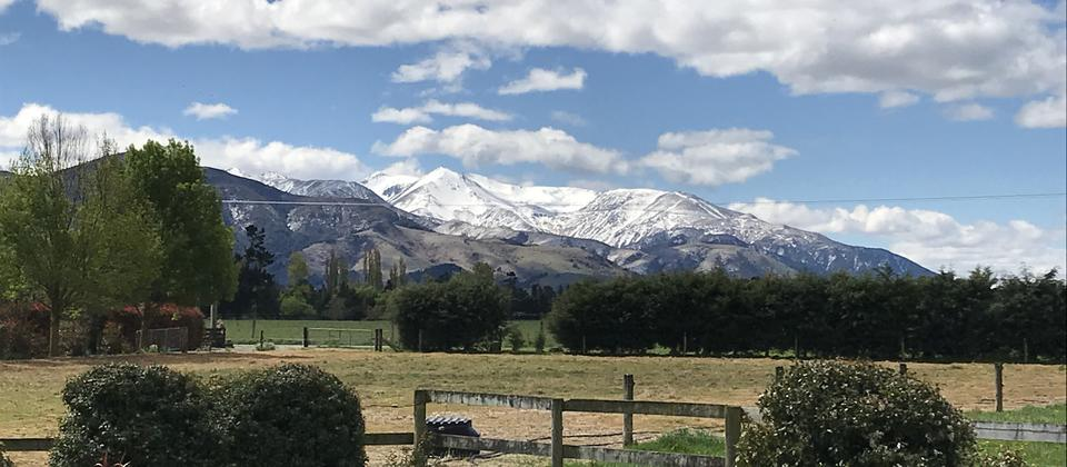 Awake up to stunning vistas of Mt Hutt and Mt Somers. Easy Access to walking trails and Lord of the Rings film location