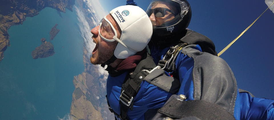 Enjoy the breathtaking views while falling from 15,000ft from our Skydive Plane.