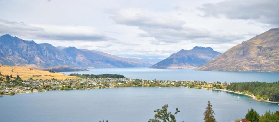 luxury-holiday-houses-villas-apartments-queenstown-new-zealand-heavenly-view-on-hensman-1375.29983.904x505.jpg