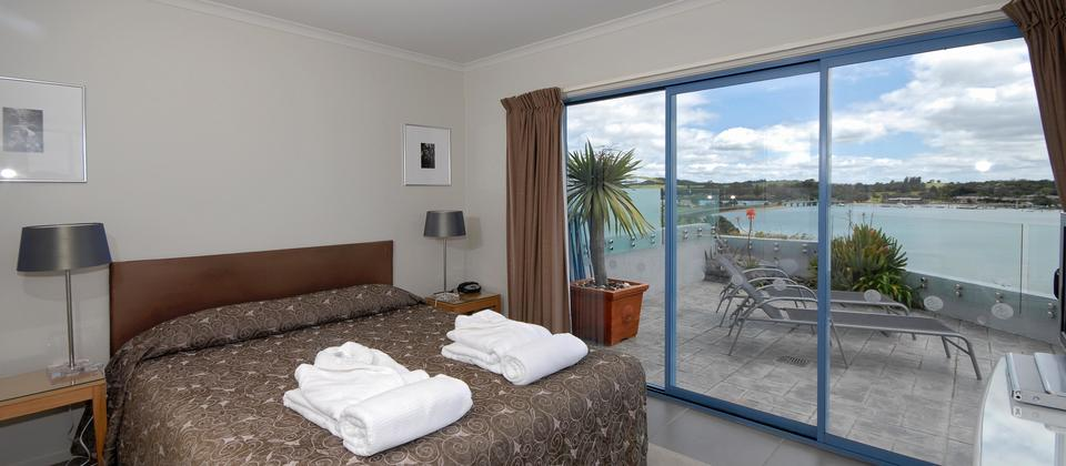 All Master bedrooms in 2 and 3 bedroom apartments have sea views.