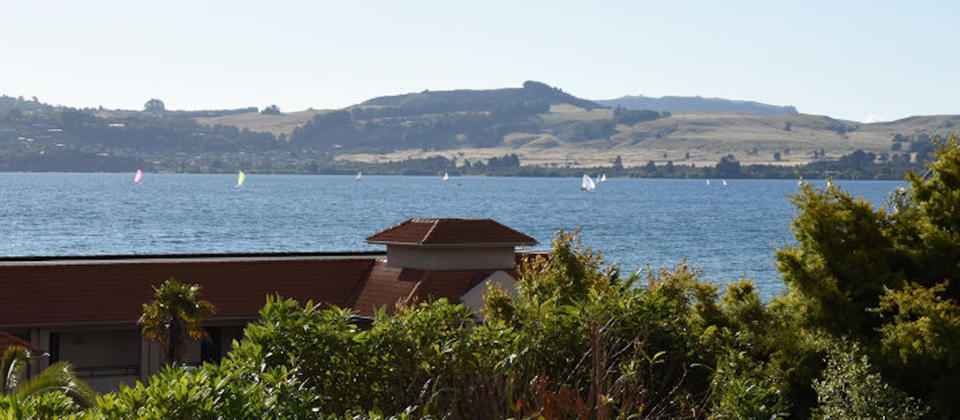 lake-taupo-taupo-thermal-escape-5203-new-zealand-luxury-holiday-houses-villas-apartments.93801.904x505.jpg