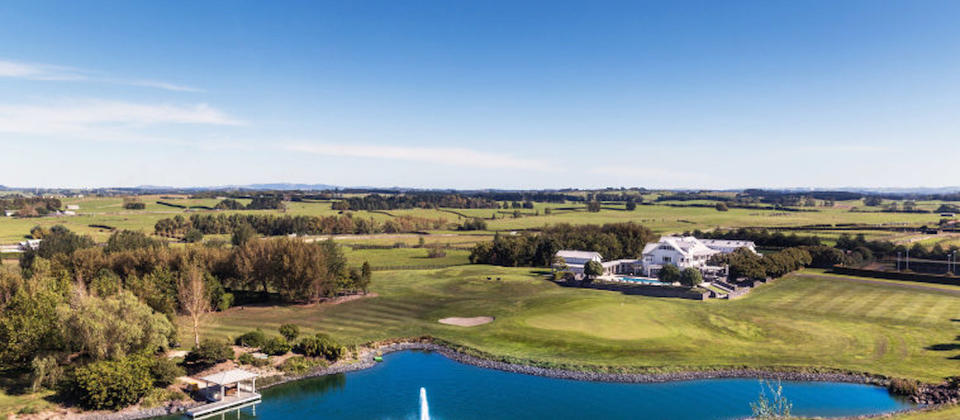 luxury-holiday-houses-villas-apartments-new-zealand-auckland-region-exclusive-retreat.102410.904x505.jpg