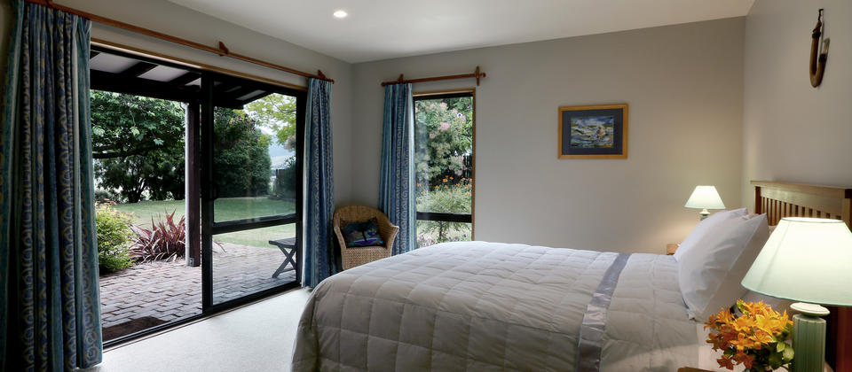 Quiet and serene with garden views. Large ensuite.