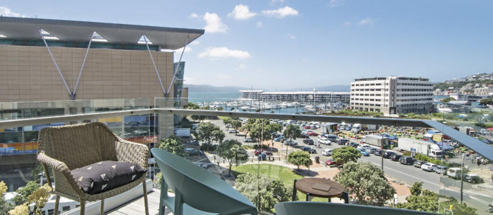 wellington-new-zealand-harbour-view-luxury-holiday-houses-villas-apartments.110301.904x505.jpeg