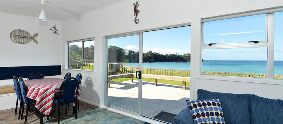 Blue Bach has three bedrooms, and a large lawn and is fully fenced with panoramic beach views.