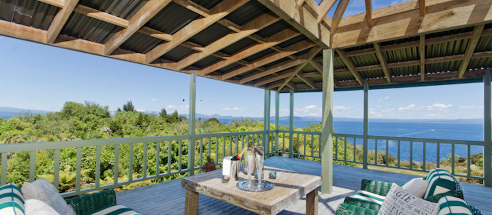 luxury-holiday-houses-villas-apartments-taupo-treetops-lakestay-7908-new-zealand-lake-taupo.93658.904x505.png