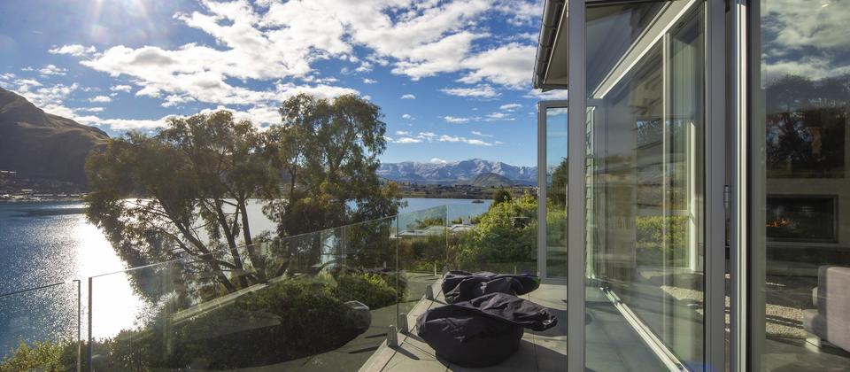 Kelvin-Heights-sunshine-Queenstown-luxury-accommodation.jpg