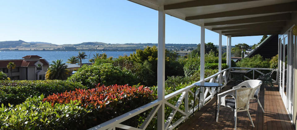 new-zealand-taupo-thermal-escape-5203-luxury-holiday-houses-villas-apartments-lake-taupo.93799.904x505.jpg