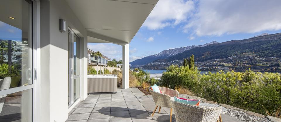 Sunnyside-Vista-Queenstown-luxury-accommodation-with-spa-pool.jpg