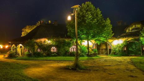 Private Tour - from Auckland or Hamilton to Hobbiton Movie Set Evening Dinner Experience