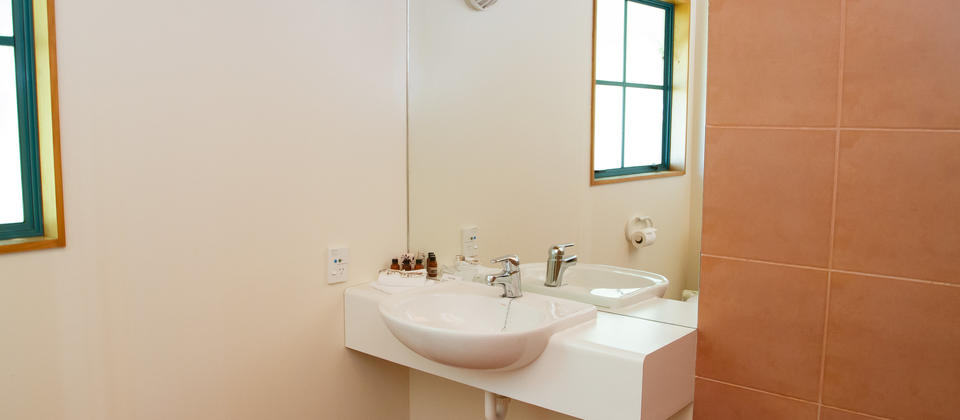 Villa ensuite bathroom