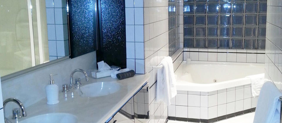 bathroom2.jpg