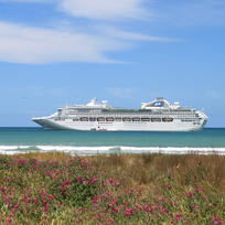 Cruise Ship in Gisborne