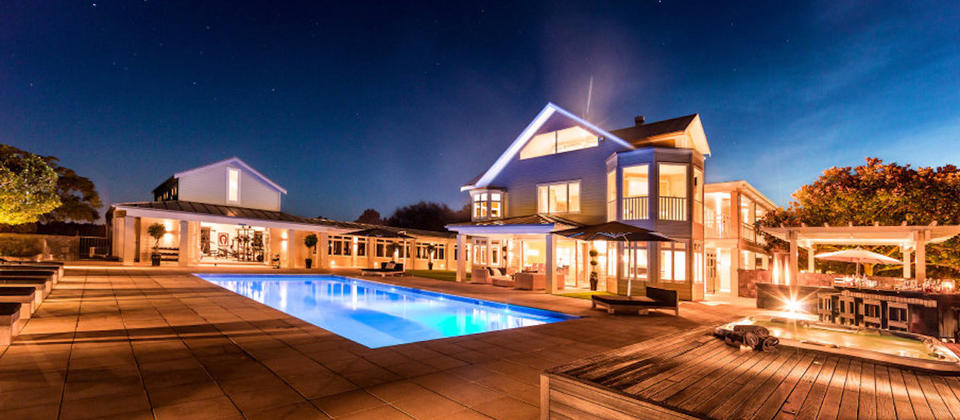 auckland-region-exclusive-retreat-new-zealand-luxury-holiday-houses-villas-apartments.102413.904x505.jpg