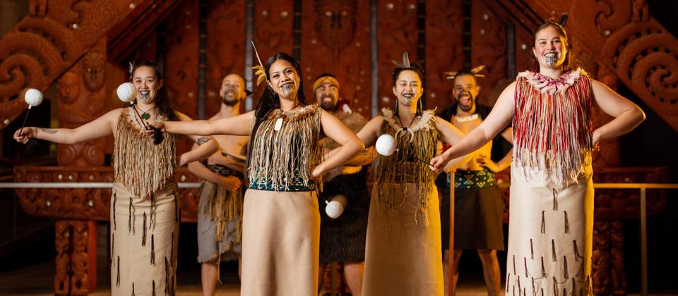 Poi dance- Māori Cultural Performance