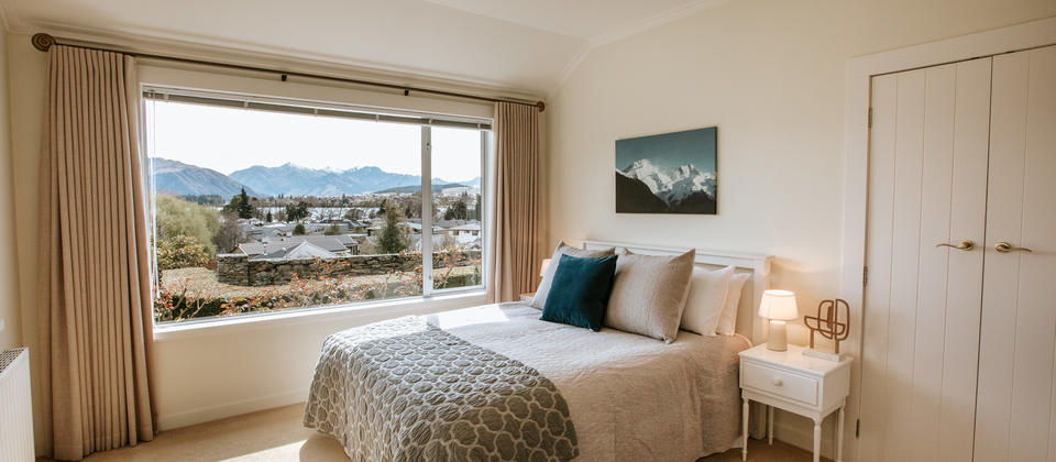 Release Wanaka - Willowridge, 2 guest bedrooms with mountain and lake views