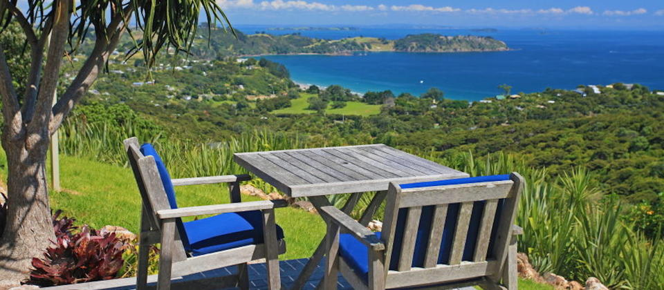 waiheke-island-luxury-holiday-houses-villas-apartments-new-zealand-sue-s-1st-house-109.32634.904x505.jpg
