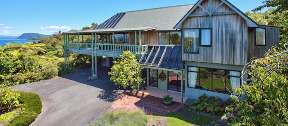 new-zealand-taupo-treetops-lakestay-7908-lake-taupo-luxury-holiday-houses-villas-apartments.93650.904x505.png