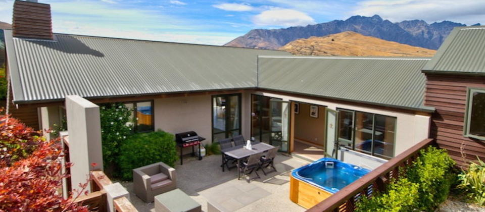 sun-spa-ski-on-hensman-1597-new-zealand-luxury-holiday-houses-villas-apartments-queenstown.30139.904x505.jpg