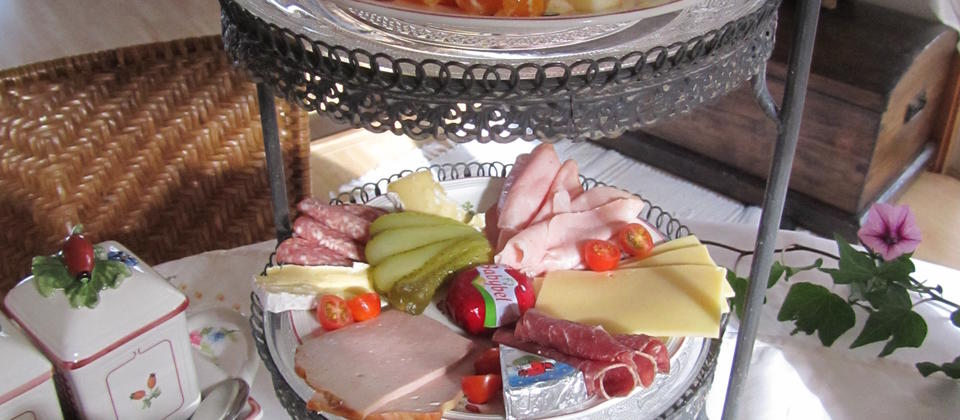 Breakfast at Fernglen B&B. Choose from Healthy, Hearty or Traditional cooked