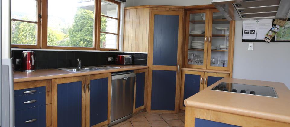 002.22 Lynmore_Kitchen.jpg