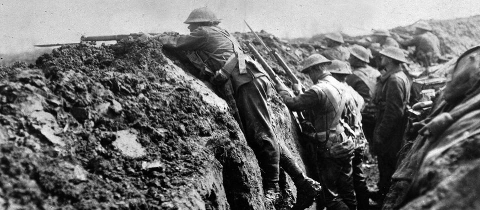 A hastily dug front-line trench, April 1918 – Alexander Turnbull Library.jpg