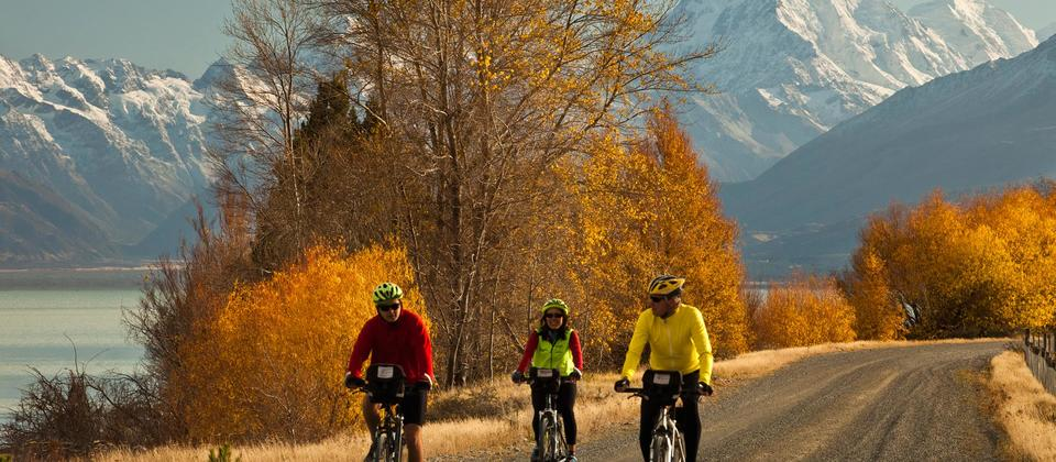 Cyclists on the Adventure South guided Alps to Ocean cycle trail