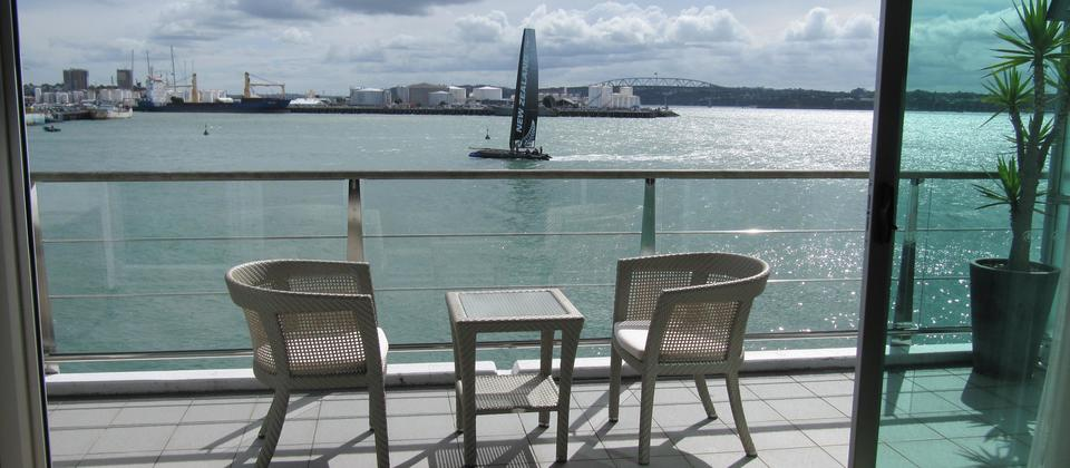Prince's Wharf apartments all have a large balcony with seaview towards the Auckland harbour bridge