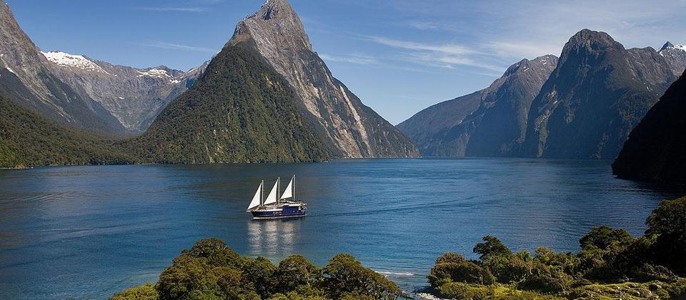 Milford Sound Coach & Overnight Cruise (from Queenstown) - Real Journeys