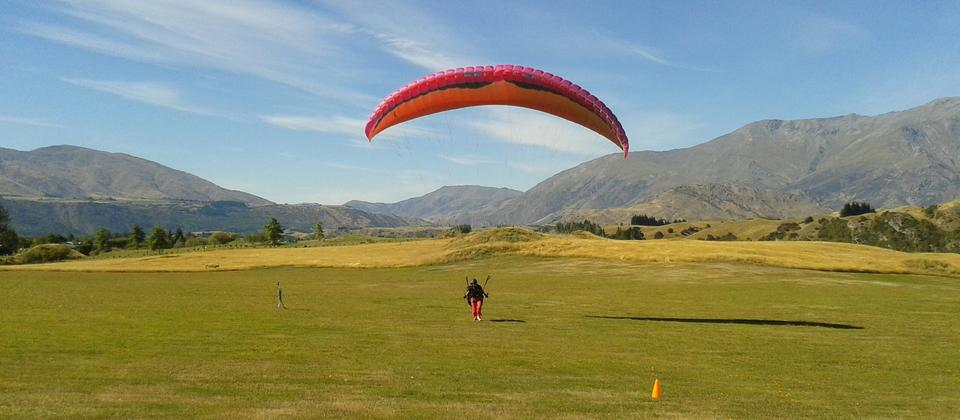 Queenstown Paragliding School.