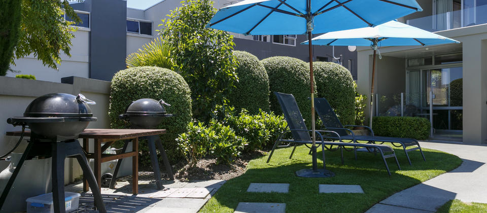 Guest BBQ area and sun loungers.jpg