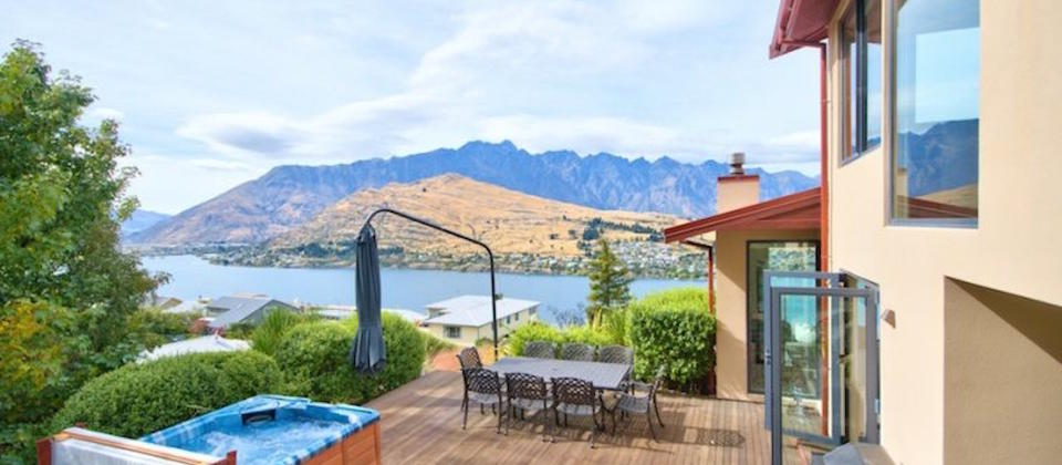 queenstown-heavenly-view-on-hensman-1375-luxury-holiday-houses-villas-apartments-new-zealand.29984.904x505.jpg