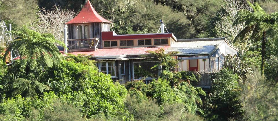 Ruru Lodge, overlooking the river with large covered deck area and three bedrooms, this house is ideal for families or larger groups