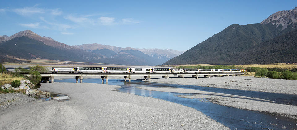 TranzAlpine crossing the Waimakariri River bridge