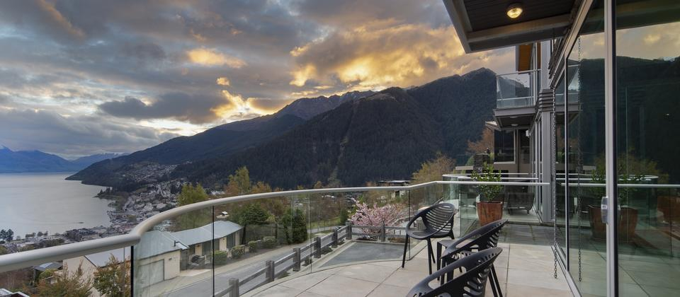 Beautiful-Queenstown-Panorama-on-the-Terrace-balcony-views.jpg