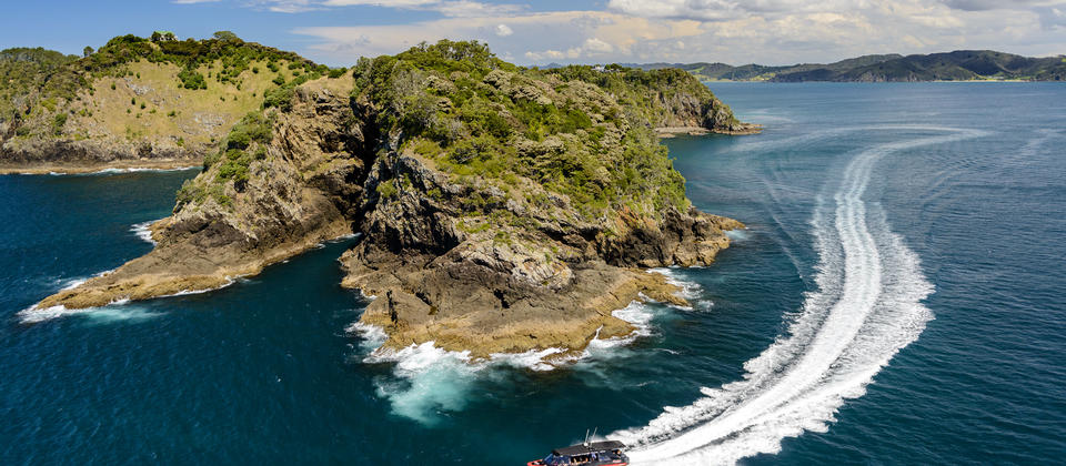 Visit sea caves and majestic cliffs as well as picturesque beaches with Island Adventurer