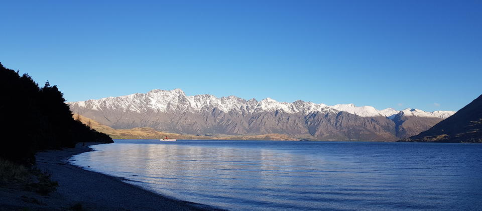 The stunning Lake Wakatipu is the heart beat of Queenstown. A great place for a cold Craft Beer