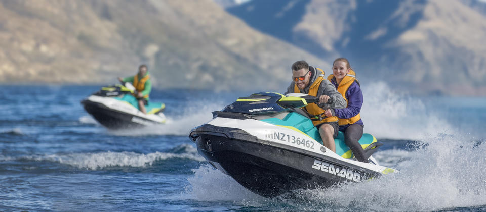 Discover the hidden bays and mountain views on Lake Wakatipu.