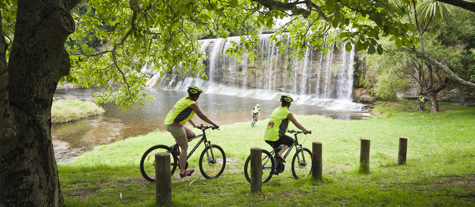 Cyclists at Rere Falls, Gisborne